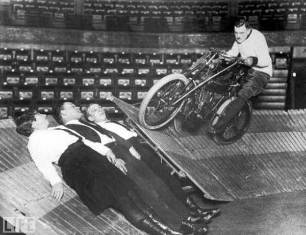 crazy-stunts-from-the-past-34