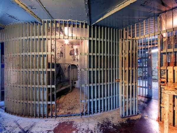 pics-of-abandoned-prisons-1