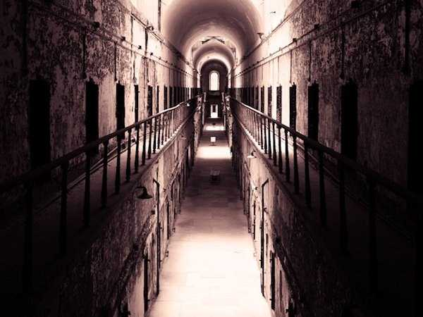 pics-of-abandoned-prisons-10