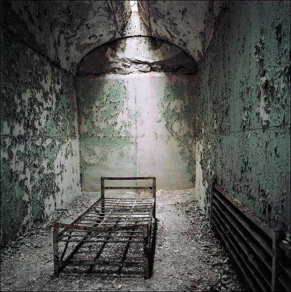 pics-of-abandoned-prisons-14
