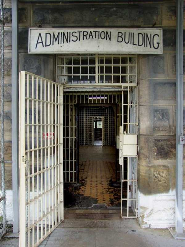pics-of-abandoned-prisons-3