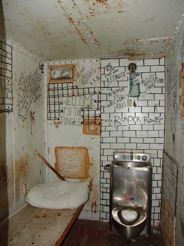 pics-of-abandoned-prisons-4