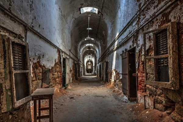 pics-of-abandoned-prisons-7