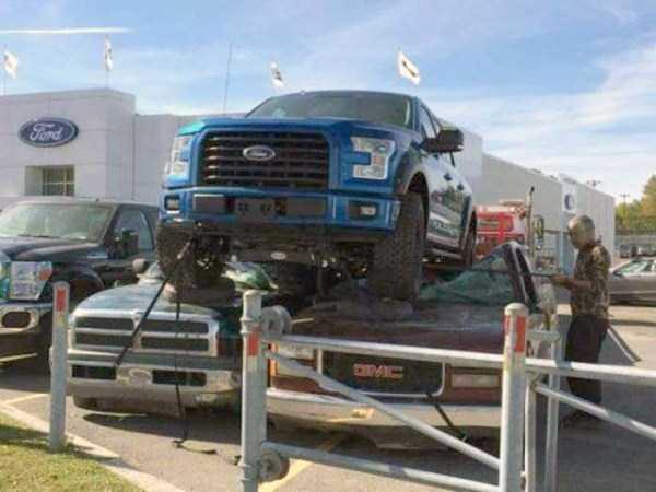 bizarre-car-accidents-19