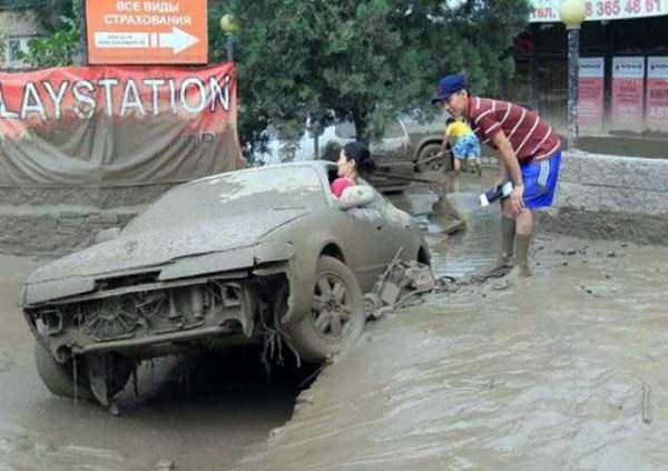 bizarre-car-accidents-20