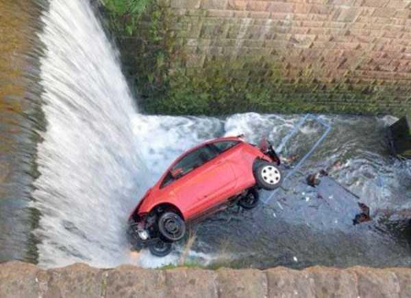 bizarre-car-accidents-21