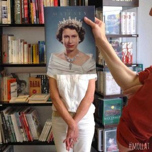faces-covered-with-books (19)