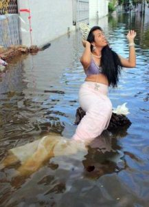 funny-mermaids-pics (20)