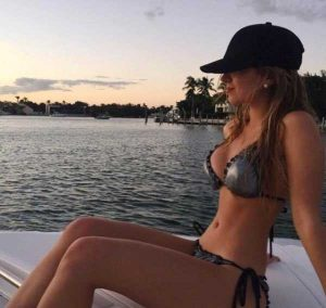 sexy-girls-on-boats (24)