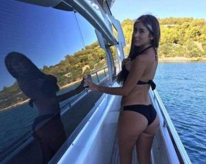 sexy-girls-on-boats (39)