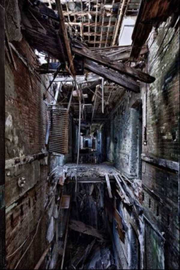 abandoned-places-pics (39)