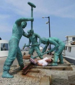fun-with-statues (13)