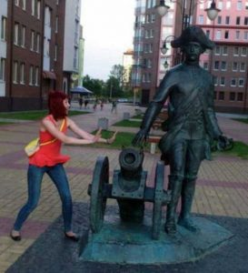 fun-with-statues (26)