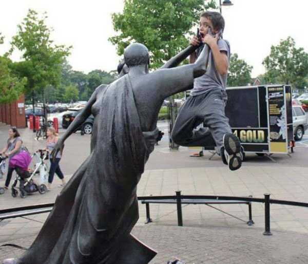fun-with-statues (7)