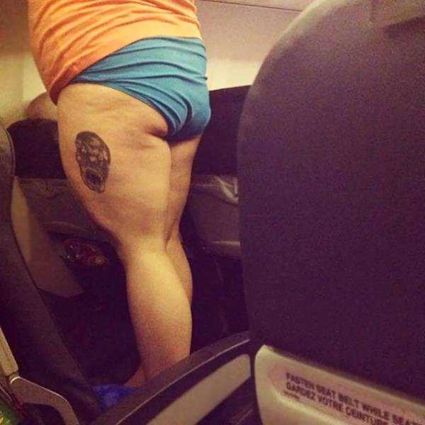 awful-things-people-do-on-planes (13)