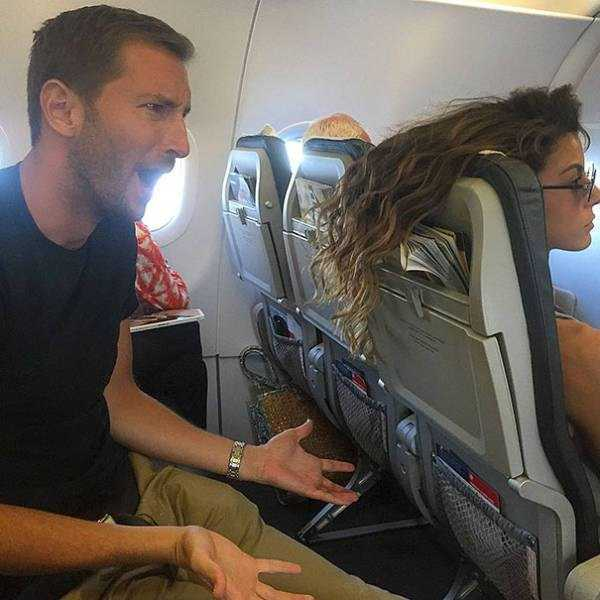 awful-things-people-do-on-planes (16)