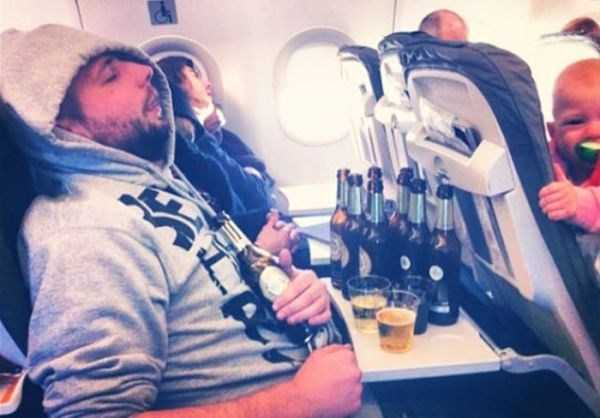 awful-things-people-do-on-planes (2)