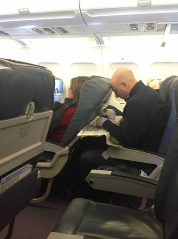 awful-things-people-do-on-planes (25)