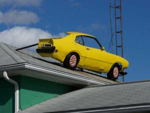 cars-in-bizarre-places (15)