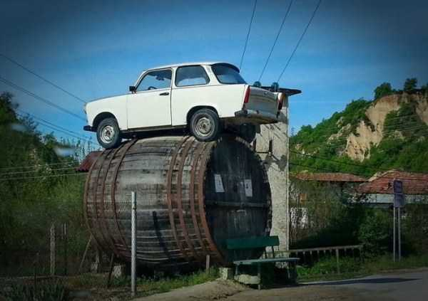 cars-in-bizarre-places (18)