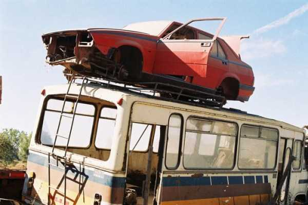 cars-in-bizarre-places (2)