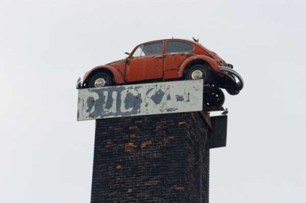 cars-in-bizarre-places (20)