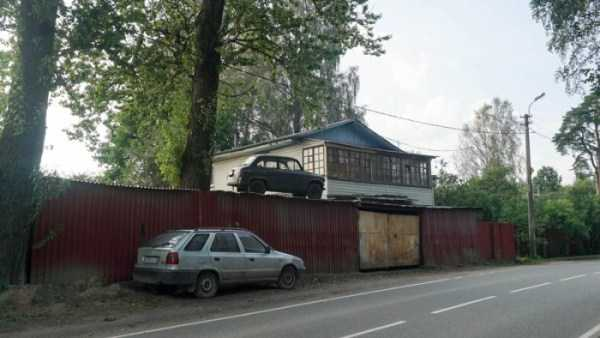 cars-in-bizarre-places (21)