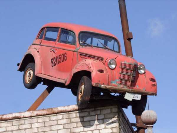 cars-in-bizarre-places (4)