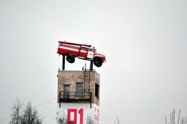 cars-in-bizarre-places (5)