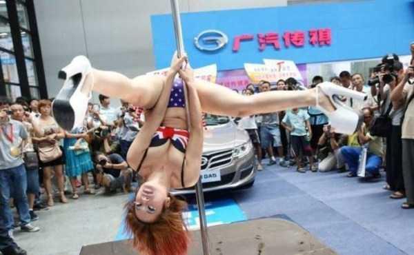 sexy-girls-car-show (17)