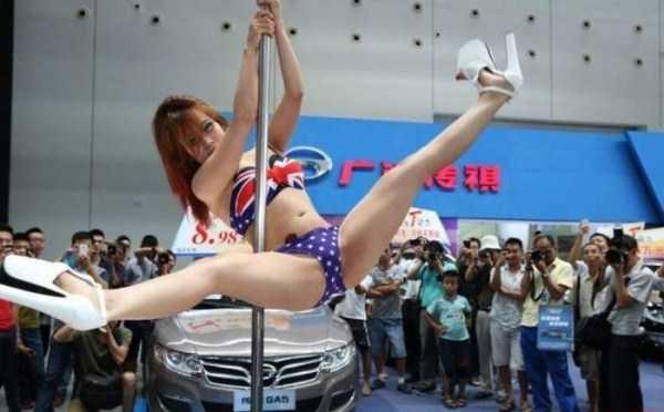 sexy-girls-car-show (19)
