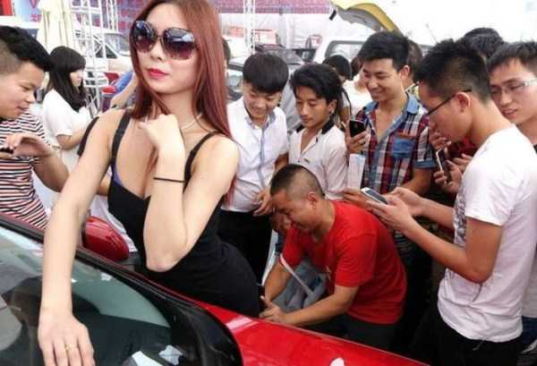 sexy-girls-car-show (8)