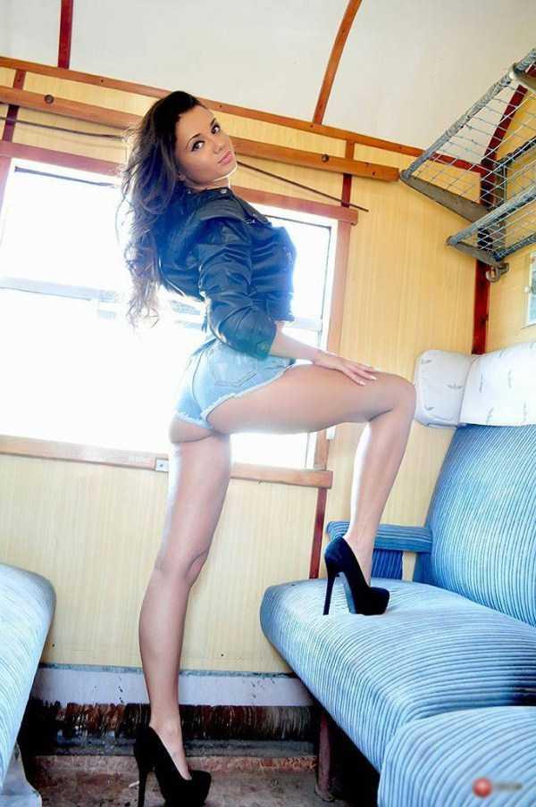 sexy-girls-tiny-shorts (19)