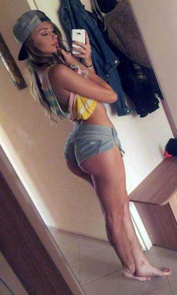 sexy-girls-tiny-shorts (20)