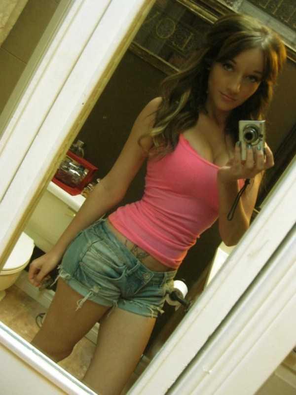 sexy-girls-tiny-shorts (22)