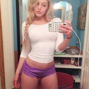 sexy-girls-tiny-shorts (25)