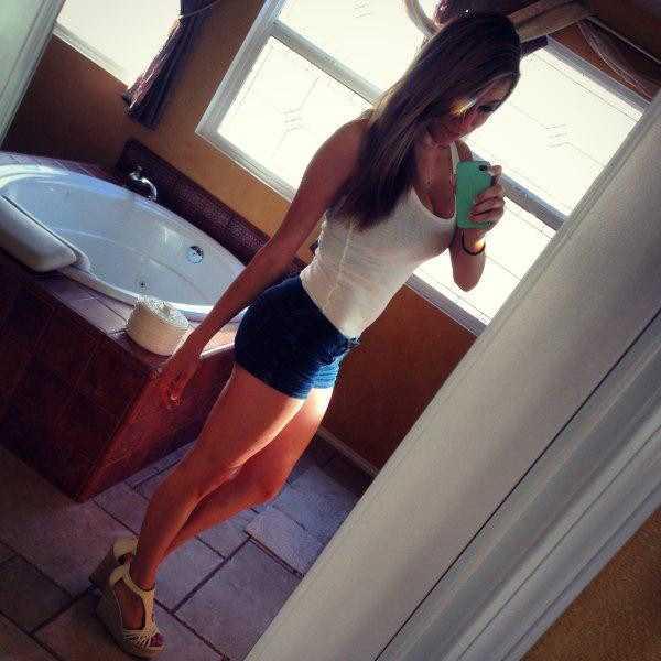sexy-girls-tiny-shorts (28)
