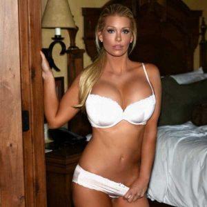 Elle-Johnson-hot-pics (8)
