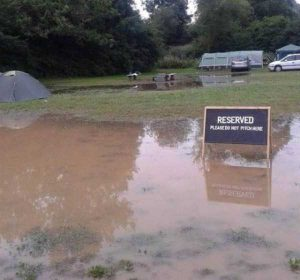 funny-camping-fails (28)