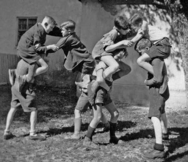 kids-playing-retro-photos (13)