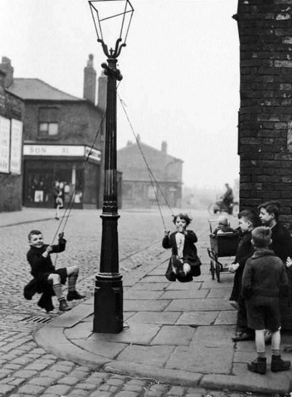 kids-playing-retro-photos (4)