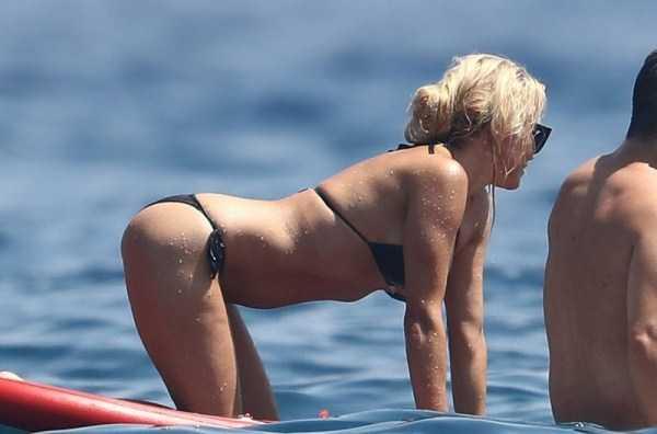 pamela-anderson-bikini-photos (10)