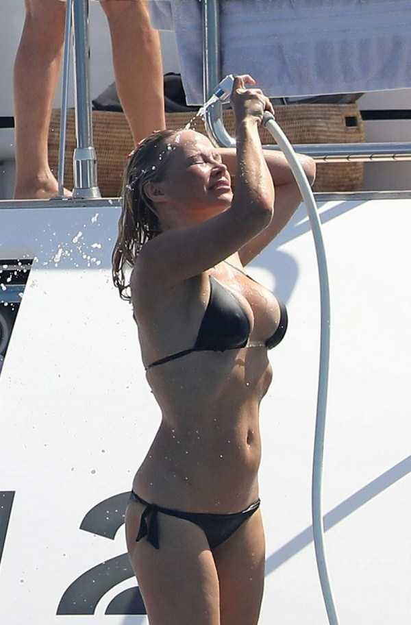 pamela-anderson-bikini-photos (20)