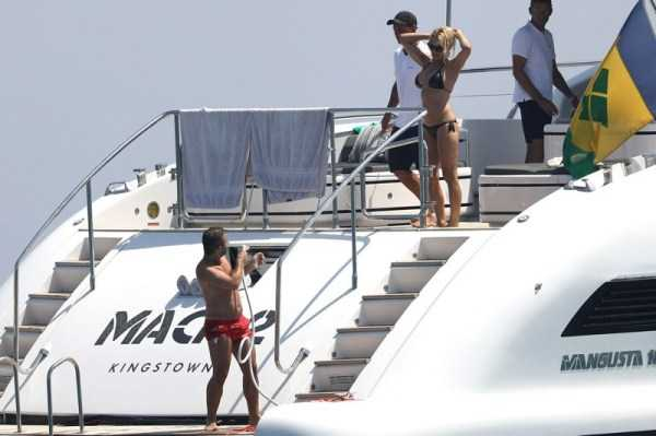 pamela-anderson-bikini-photos (22)