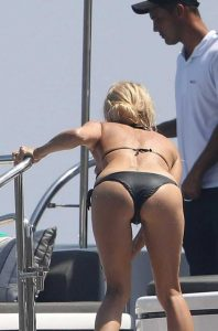 pamela-anderson-bikini-photos (29)