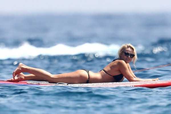 pamela-anderson-bikini-photos (3)