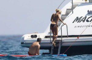 pamela-anderson-bikini-photos (30)