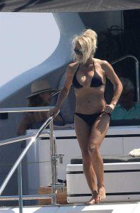 pamela-anderson-bikini-photos (32)
