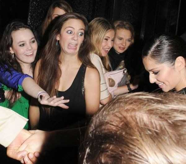 weird-celebs-fans-meetings (23)