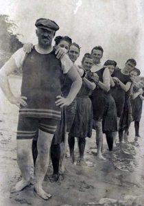 early-20th-century-men-swimwear (12)